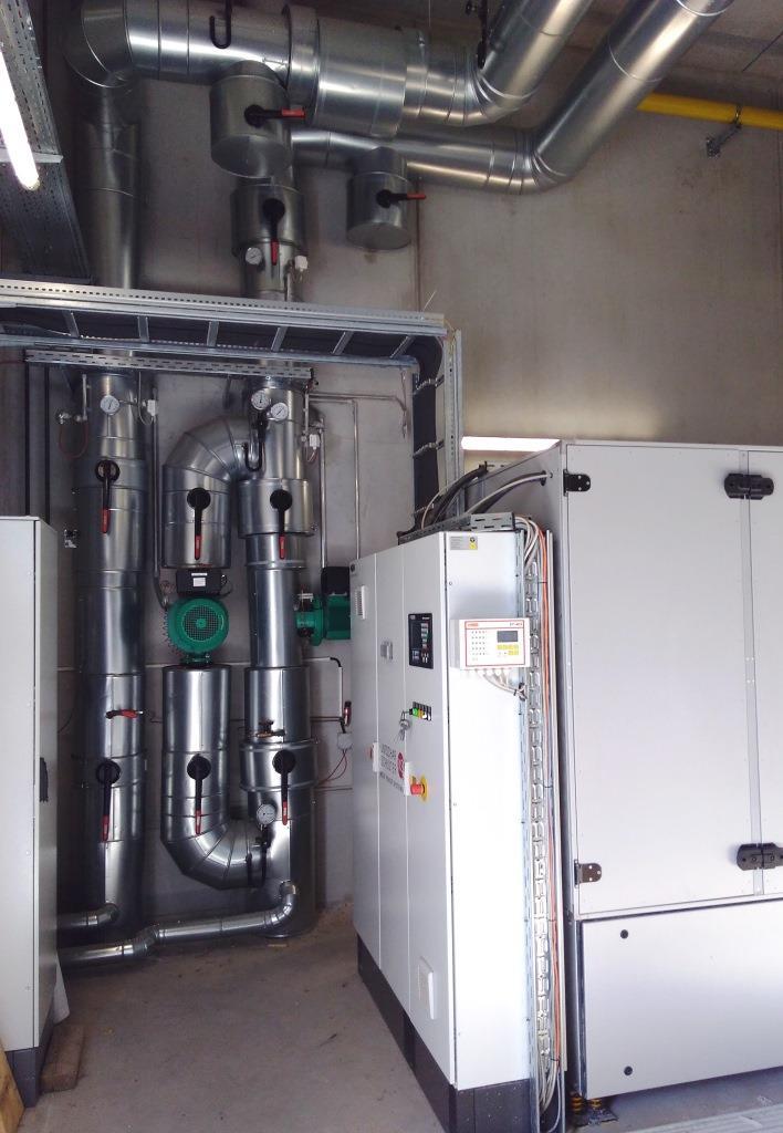 KUMS Heizzentrale mit dem kompakten BHKW und Teil der Anlagentechnik