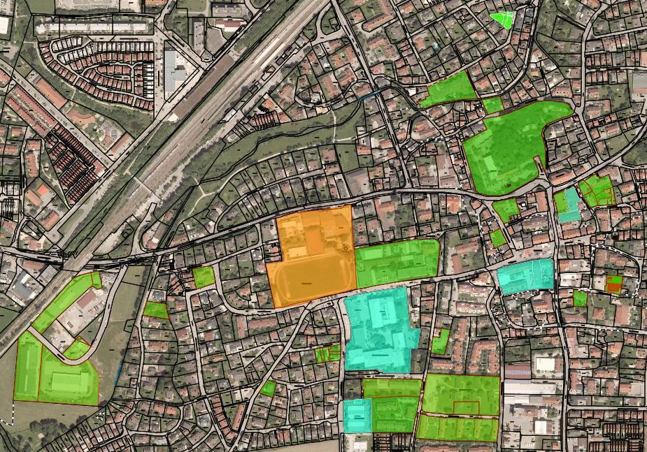 Gebäude, die über das kommunale Wärmenetz versorgt werden: Grün = in Betrieb, Türkis = Anschluss gelegt, Orange = zu erwartende Anschlüsse